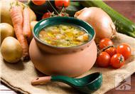 6种蔬菜最宜煲汤:冬瓜最好带皮 莲藕别用铁锅