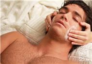 面部皮肤痒是什么原因造成的