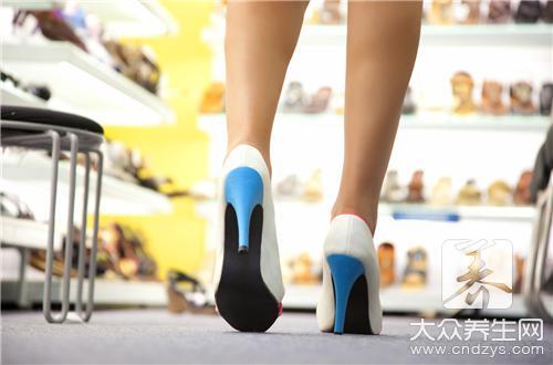 【鞋子前面磨脚怎么处理】