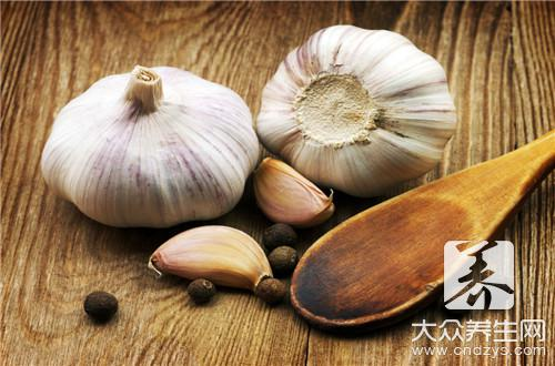 The man eats garlic raw, be to prevent cancer to still reduce fine after all? (1)
