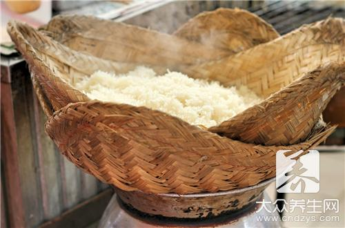 What does the practice of meal of earthen bowl young have?