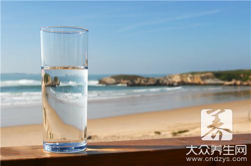 晨起后第一杯该喝什么水(1)