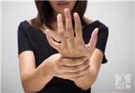 手腕上長了個小疙瘩,小心腱鞘囊腫