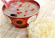 银耳红枣桂圆枸杞汤的功效与做法