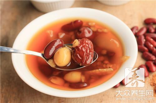 Silver-colored the effect of soup of red jujube medlar