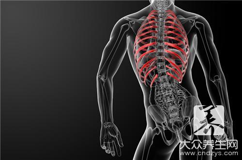 怎么判断肋骨骨折