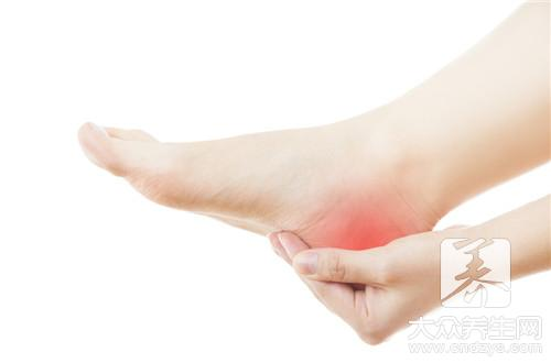 秋后脚后跟开裂严重?或与5因素有关,不妨了解一下,或可避免