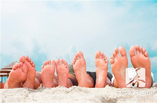 女人经常踩踩自己的脚,不易得妇科病,你也试试吧