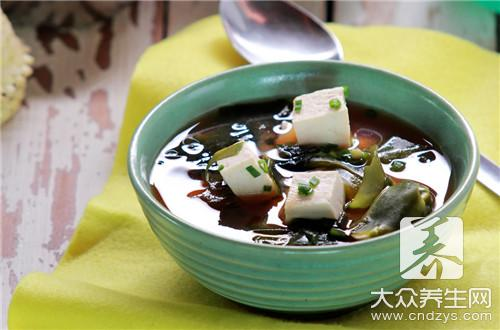 The practice of soup of kelp vermicelli made from bean starch