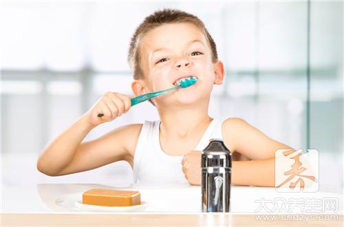 小孩8岁不换牙正常吗
