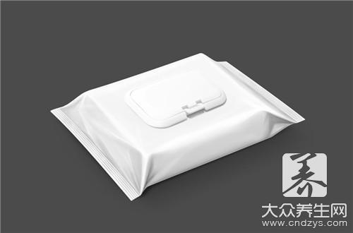 用湿纸巾擦手后吃东西等于吃毒