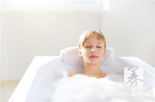 护肤抗衰老 秋季最适合女性的养生方法(3)