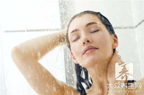 洗呀洗呀洗澡澡,搓下来的白条是什么?