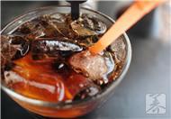 没有气的可乐能治胃痛?