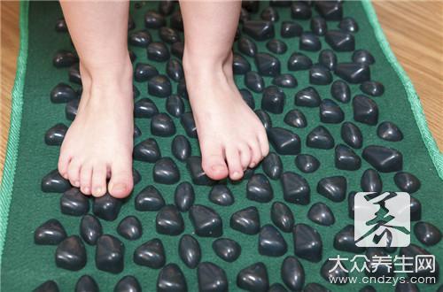 What calls flatfoot