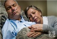 老人睡觉说梦话是什么原因?