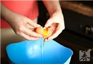 鸡蛋黄敷脸有什么作用?