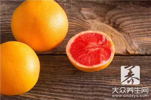 Wine hind eats grapefruit