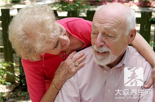 老年人总拉稀怎么回事