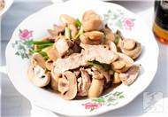 胡萝卜香菇炒肉丝