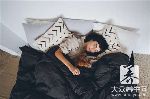 """湿气是""""百病之源"""",睡前记住4句话,祛除体内湿毒,预防妇科病"""